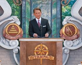 מרדיוויד מיסקביג׳, יושב ראש מועצת המנהלים של Religious Technology Center והמנהיג של דת הסיינטולוגיה, חנך את ארגון הסיינטולוגיה החדש של טמפה לכבוד שנת המאה להולדת ל.רון האברד.