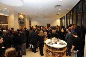 לאחר גזירת הסרט של הבניין המשופץ במלואו בשדרות אמרסון 2761, סיינטולוגים ואורחים סיירו בארגון הסיינטולוגיה החדש וה-Celebrity Centre של לאס-וגאס.