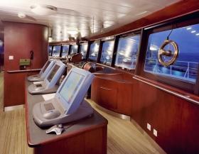 גשר הפיקוד של ה-Freewinds, הדיגיטלי במלואו ומצויד במערכת הרדאר המתקדמת ביותר של קלווין יוז ובחלונות פנורמיים, מאפשר זווית ראייה של 360 מעלות.